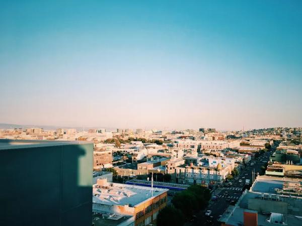 从学校宿舍panoramic resdence 的屋顶眺望的三番市.png
